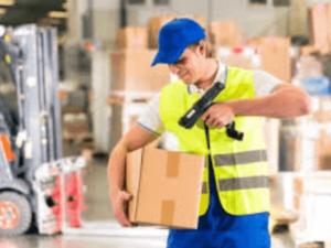 Pаботник склада LG этап упаковки