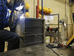 AIC Работник на изготовлении теплообменников