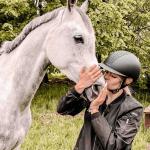 Работник спортивного комплекса под Варшавой (конюх)